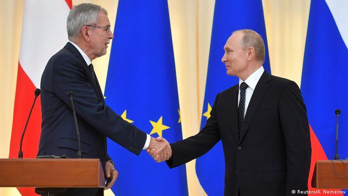 Russland Sotschi | Alexander van der Bellen, Bundespräsident & Wladimir Putin, Präsident (Reuters/A. Nemenov)