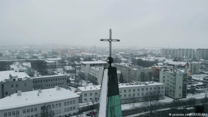 Potongan gambar dari film dokumenter tentang pelecehan seksual di Gereja Katolik Polandia yang disutradarai oleh Tomasz dan Marek Skielski.