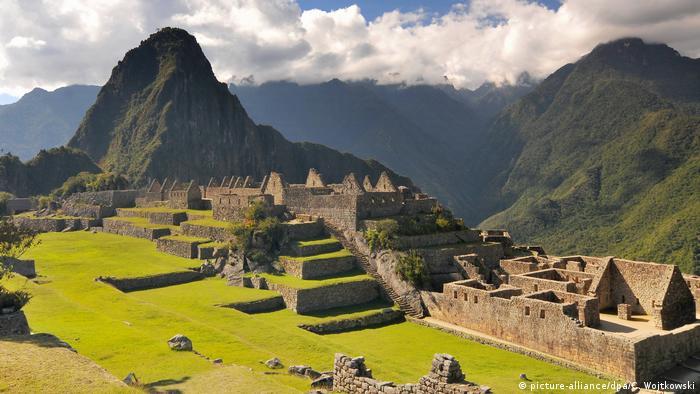 Massentourismus Machu Picchu (picture-alliance/dpa/C. Wojtkowski)