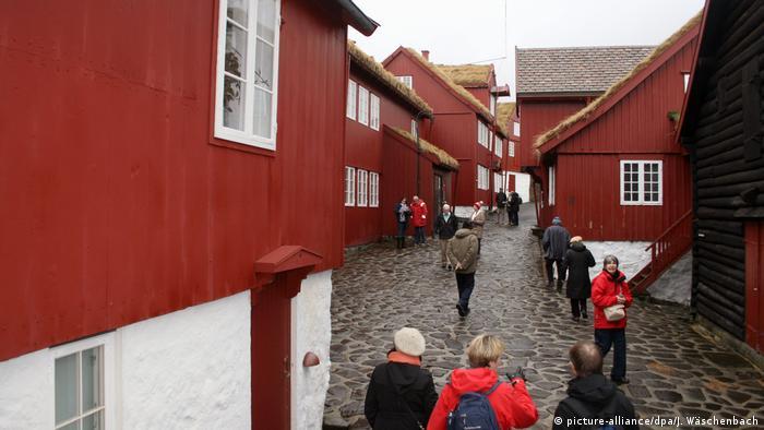 Massentourismus Färör Inseln (picture-alliance/dpa/J. Wäschenbach)