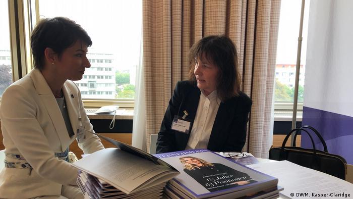 VdU-Präsidentin Jasmin Arbabian-Vogel im Gespräch mit Manuela Kasper-Claridge