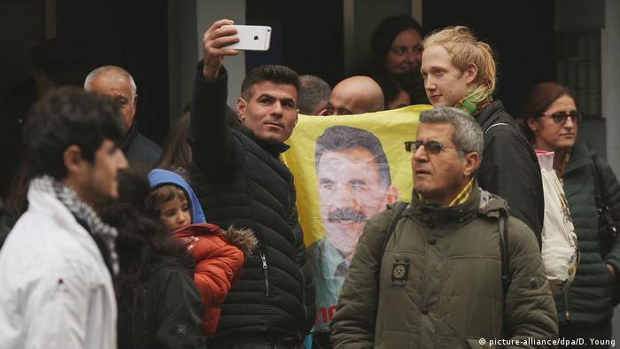 Auch in Deutschland, hier in Düsseldorf, gab es mehrfach Demonstrationen gegen Öcalans Isolationshaft (Archivbild)