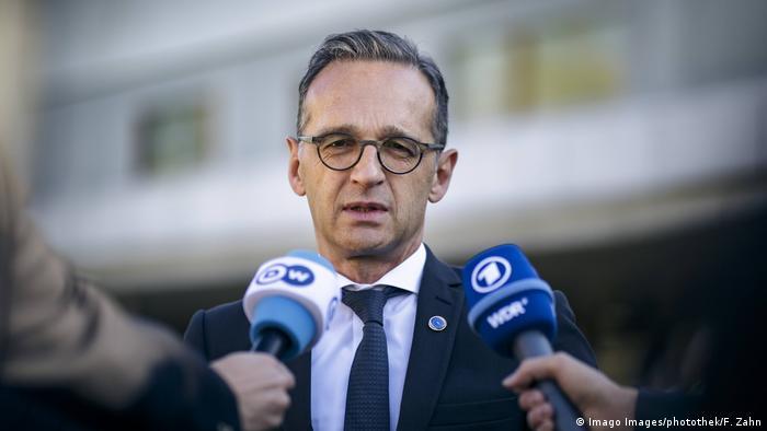 Heiko Maas speaks to reporters