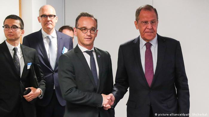 Şeful diplomaţiei ruse Serghei Lavrov şi omologul său german, Heiko Maas (SPD), la reuniunea miniştrilor europeni de externe de la Helsinki