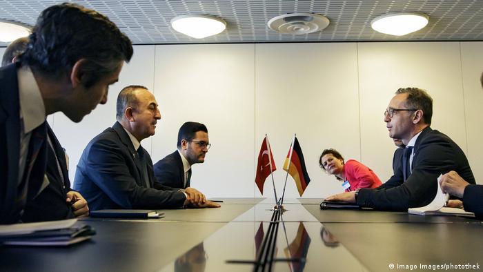 Türkiye Dışişleri Bakanı Mevlüt Çavuşoğlu ve Almanya Dışişleri Bakanı Heiko Maas (sağda)