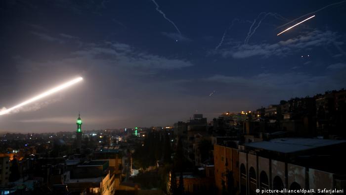 Ракета сирийских ПВО в небе над Дамаском