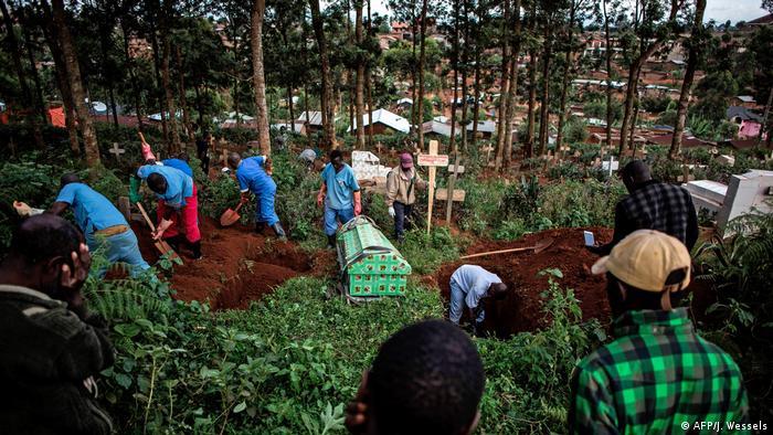 El brote de ébola que azota el noreste de la República Democrática del Congo (RDC) ha provocado 1.343 muertos y 2.008 contagios desde que se declaró en agosto del año pasado. La situación de seguridad sigue siendo inestable e imprevisible, según las autoridades. (4.06.2019).