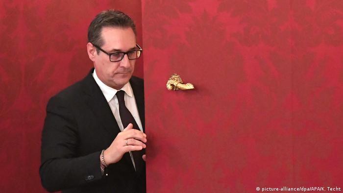 Österreich Vizekanzler Strache verlässt in der Präsidentschaftskanzlei