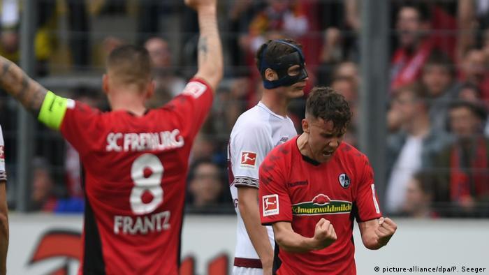 Fußball | Bundesliga 34. Spieltag | 1. FC Freiburg - FC Nürnberg | Torjubel Freiburg (picture-alliance/dpa/P. Seeger)