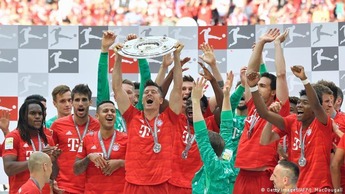 Bundesliga 34. Spieltag | FC Bayern München - Eintracht Frankfurt | Meisterschaftsfeier Bayern (Getty Images/AFP/J. MacDougall)