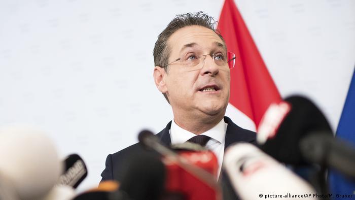 Österreich   PK Strache (picture-alliance/AP Photo/M. Gruber)