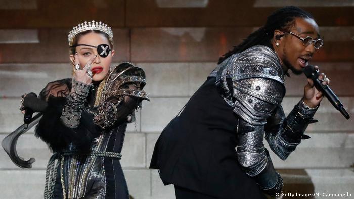 Madonna bei ihrem Auftritt in Tel Aviv mit Augenklappe | Madonna