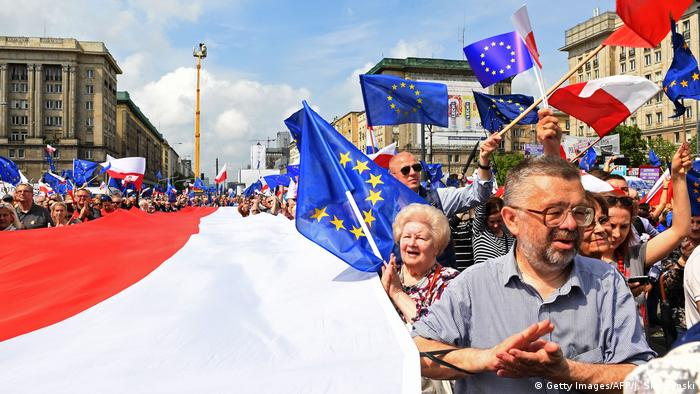 People on the streets of Warsaw to show support for the EU (Getty Images/AFP/J. Skarzynski)