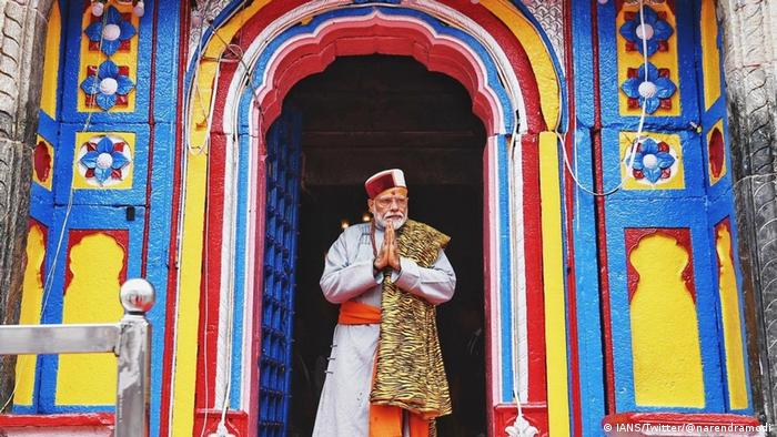 Eleito primeiro-ministro em 2014, Modi visita o templo de Kedarnath na véspera do último dia de eleições na Índia