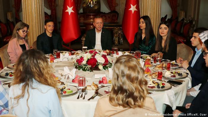 Türkei Istanbul Präsident Erdogan und Mesut Özil