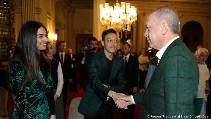 Mesut Özil Erdoğan'ın davetlisi olarak iftar yemeğine katıldı