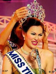 Thanyaporn Thanyasiri, Transvestiten Schönheitswettbewerb in Thailand
