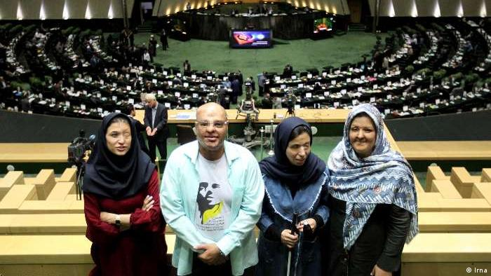 Iran Parlament Debatte Säureanschläge (Irna)