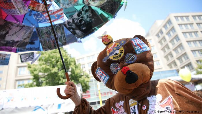 A participant dressed in a bear suit at the One Europe for Everyone march in Berlin (Getty images/AFP/O. Messinger)