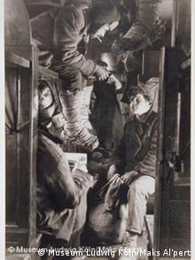 Виктор Калмыков едет в Магнитогорск. 1930. Макс Альперт