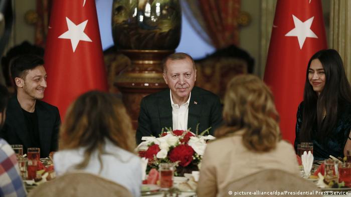 Deutschland Özil bei Erdogan-Festmahl