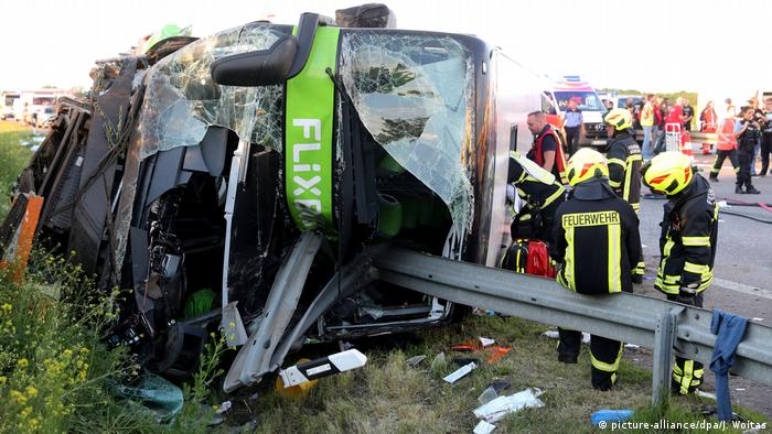 Heavy bus accident on the A9, Germany (picture-alliance/dpa/J. Woitas)