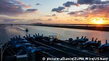 Ägypten Flugzeugträger USS Abraham Lincoln im Suez Kanal