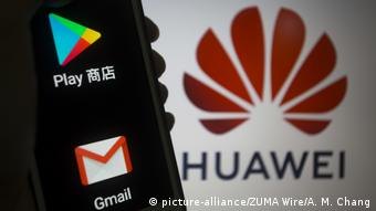 Paraguay Google Play Store und Huawei Logo (picture-alliance/ZUMA Wire/A. M. Chang)