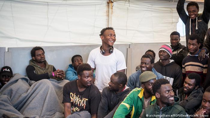 Sea Watch 3'teki sığınmacılar karaya çıkarıldı