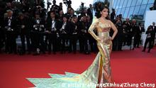 (190520) -- CANNES, May 20, 2019 (Xinhua) -- Actress Aishwarya Rai Bachchan poses for photos upon her arrival at the premiere of the film A Hidden Life at the 72nd Cannes Film Festival in Cannes, southern France, on May 19, 2019. The 72nd Cannes Film Festival is held from May 14 to 25. (Xinhua/Zhang Cheng) | Keine Weitergabe an Wiederverkäufer.