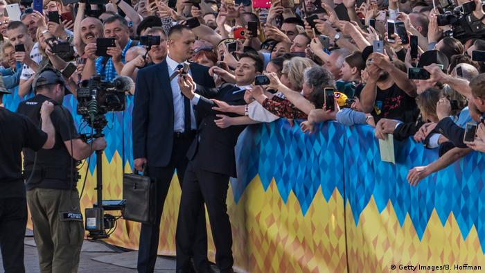 Volodymyr Zelenskiy poses with members of the crowd