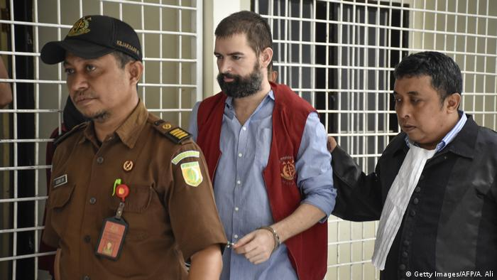 Frenchman Felix Dorfin is escorted by officials before to his trial (Getty Images/AFP/A. Ali)