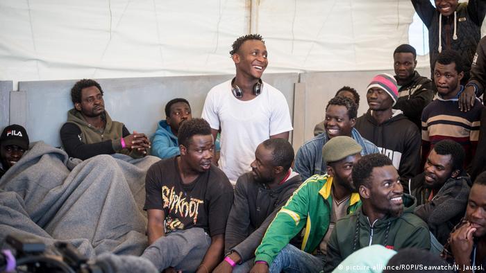 Italien Sea-Watch 3 mit 47 Migranten