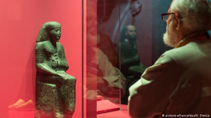 Statue des Merimose in der Ausstellung Pharaonengold in der Völklinger Hütte. (picture-alliance/dpa/O. Dietze)