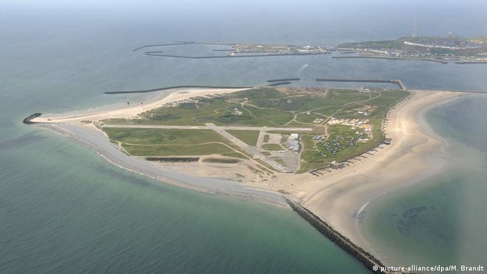Aerial view of the island Düne, which is situated in front of Heligoland (picture-alliance/dpa/M. Brandt)
