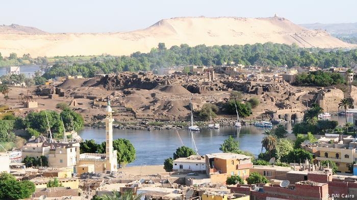Blick auf die Ausgrabungsstätte des DAI auf der Insel Elephantine im Nil. (DAI Cairo)