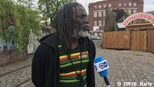Tiken Jah ist ein RaggaeMusiker aus der Elfenbeinküste. Bob Barry hat die letzer Freitag in Berlin gemacht.