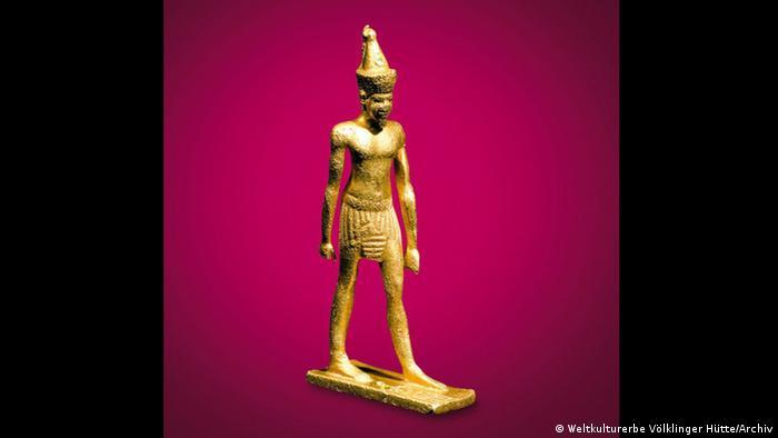 Goldene Statuette des Königs Chephren in der Ausstellung Pharaonen Gold – 3.000 Jahre altägyptische Hochkultur. (Weltkulturerbe Völklinger Hütte/Archiv)