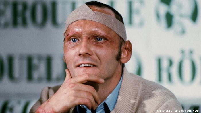 لائودا به اسطوره بدل شد. ۴۲ روز از وقوع تصادف مرگبار مسابقه نوربورگرینگ نگذشته بود که او پشت اتاقک فرمان اتومبیل مسابقه ظاهر شد.