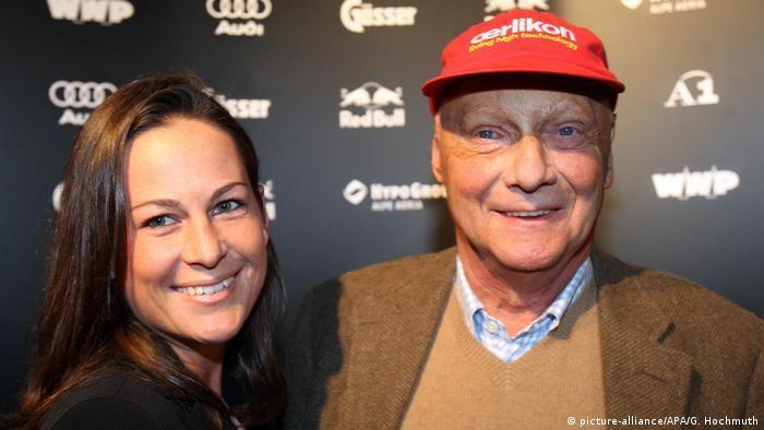 نیکی لائودا و همسرش مارلنه کنائوس از زوجهای مطرح و برجسته فرمول یک محسوب میشدند. این دو در سال ۱۹۷۶ با یکدیگر ازدواج کردند و در سال ۱۹۹۱ نیز از یکدیگر جدا شدند.