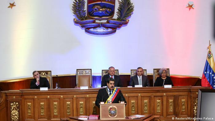 Venezuelas Präsident Nicolás Maduro spricht vor der verfassunggebenden Versammlung (Foto: Reuters/Miraflores Palace)