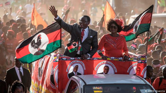 New Malawian president Lazarus Chakwera waves to crowds during campaigning (AFP/G. Guercia)