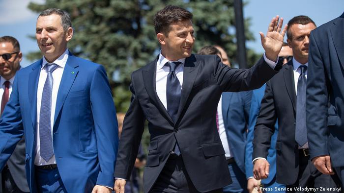 Президент України Володимир Зеленський (у центрі)