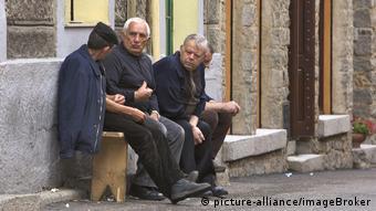 Παρέα συνταξιούχων στην ιταλική επαρχία