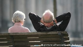Με εργασία και όχι χαλάρωση περνούν το χρόνο τους πολλοί συνταξιούχοι.