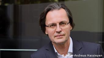 Ο επικοινωνιολόγοςΜπέρνχαρντ Πέρξεν, καθηγητής στο Πανεπιστήμιο Τίμπιγκεν