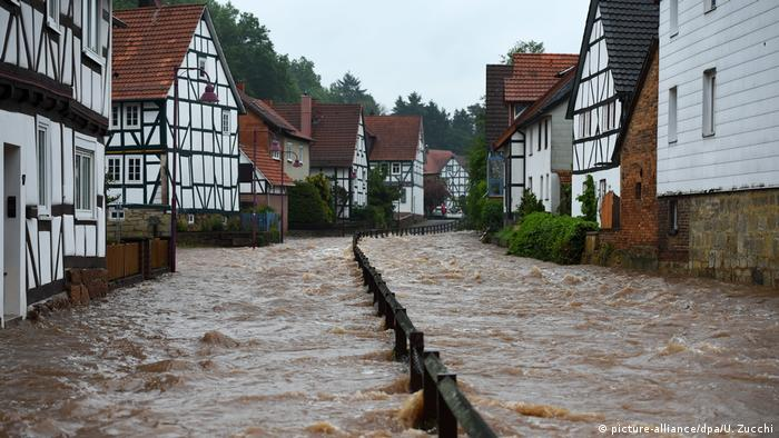 High water in Nordhessen, Germany (picture-alliance/dpa/U. Zucchi)