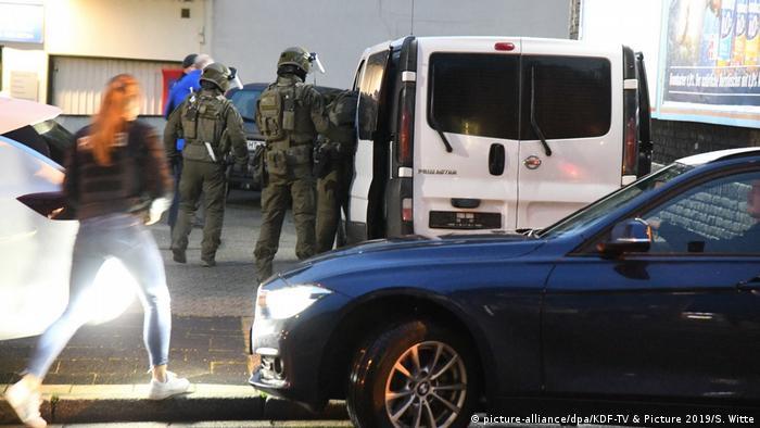 Deutschland Großrazzia gegen Organisierte Kriminalität in NRW (picture-alliance/dpa/KDF-TV & Picture 2019/S. Witte)