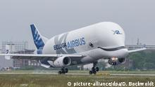 BdT - Airbus BelugaXL in Hamburg gelandet (picture-alliance/dpa/D. Bockwoldt)