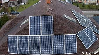 Солнечные батареи на крыше дома в Калининграде